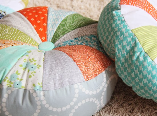 Sprocket Pillows, Cluck Cluck Sew Tutorial_thumb[2]