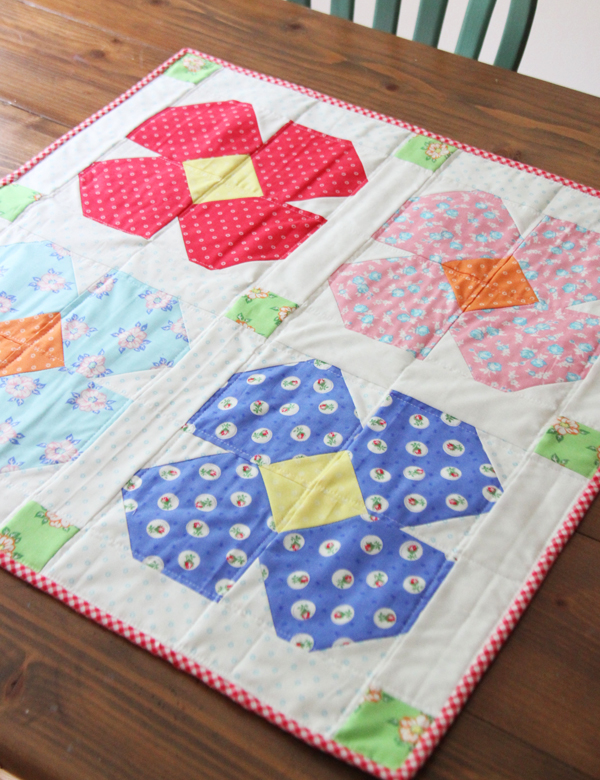 Free Floret Table Topper Pattern